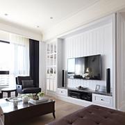 穿白色的客厅造型图