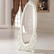 纯白色调穿衣镜设计