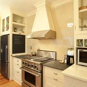 厨房设计暖色调搭配