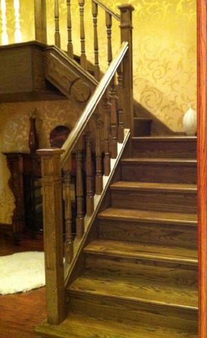 大户型别墅实木楼梯装修效果图