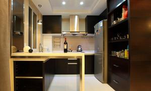 现代简约风格厨房吧台装修效果图