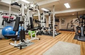 小型健身俱乐部健身房装修效果图