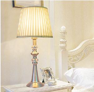 小户型卧室台灯床头灯装修效果图