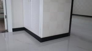 现代别墅欧式客厅踢脚线背景墙装修效果图
