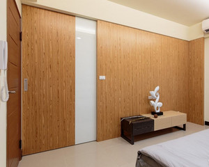 三室二厅客厅隐形门背景墙装修效果图