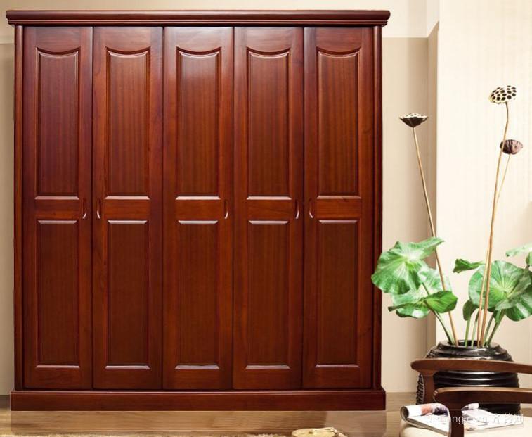 中式卧室简易实木衣柜装修效果图
