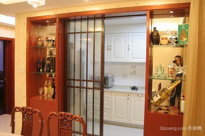 中小型欧式厨房推拉门装修效果图