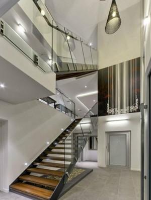 自然风格别墅楼梯装修