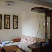淡色调客厅吧台装修