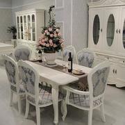 白色调客厅餐桌图片