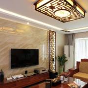 客厅米黄色瓷砖背景墙