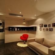 米白色客厅照片墙