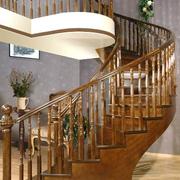 精致的实木楼梯设计图