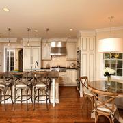 深色调厨房装修设计