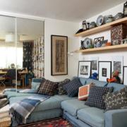客厅精致墙面置物架