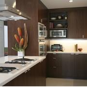 厨房深色不锈钢橱柜