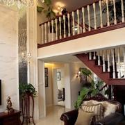 复式楼客厅实木楼梯