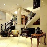 跃层式黑色实木楼梯