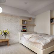 米白色的小卧室