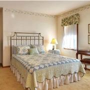 淡色调卧室窗帘设计