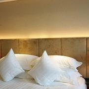 温馨色调壁灯设计图片