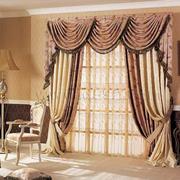 欧式奢华浅色系大型客厅窗帘装饰