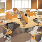 原木风格浅色创意办公桌装饰