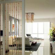 现代简约风格客厅珠帘隔断装饰