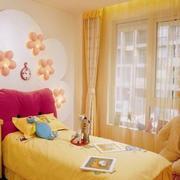 橙色精巧的儿童房