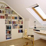 欧式简约风格斜顶阁楼窗户装饰