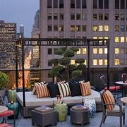 混搭风格屋顶花园桌椅装饰
