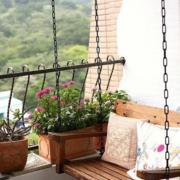 韩式清新风格客厅原木吊椅装饰