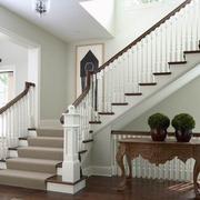 白色系复式楼楼梯装饰