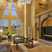 欧式高挑客厅大型窗帘装饰