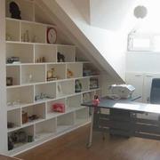 斜顶整体式客厅书柜装饰