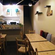 小户型简约风格餐馆原木桌椅装饰