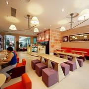 咖啡店吊顶背景墙混搭色款