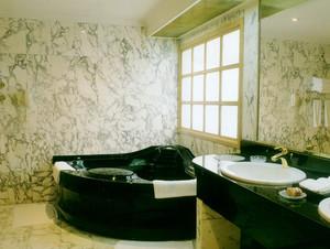 跃层式住宅卫生间瓷砖装修效果图
