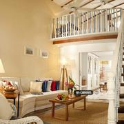 跃层简约风格原木楼梯装饰