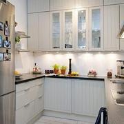 小户型简约U型厨房橱柜装饰