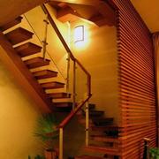 东南亚风格原木深色系楼梯装饰