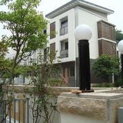 现代简约风格洋房围墙装饰