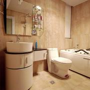 卫生间暖色系墙饰瓷砖装饰