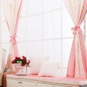 粉色系清新飘窗装饰