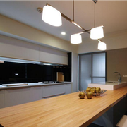 现代简约风格厨房原木吧台装饰