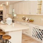 暖色调厨房设计