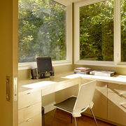现代清新风格书房电脑桌装饰
