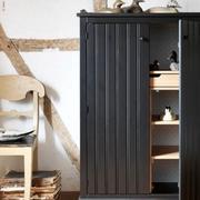 北欧风格深色系原木柜子装饰