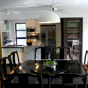 现代简约风格深色系餐厅桌椅装饰