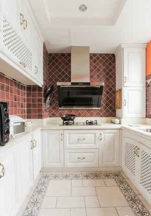 线条感分明的厨房装修设计图片展示